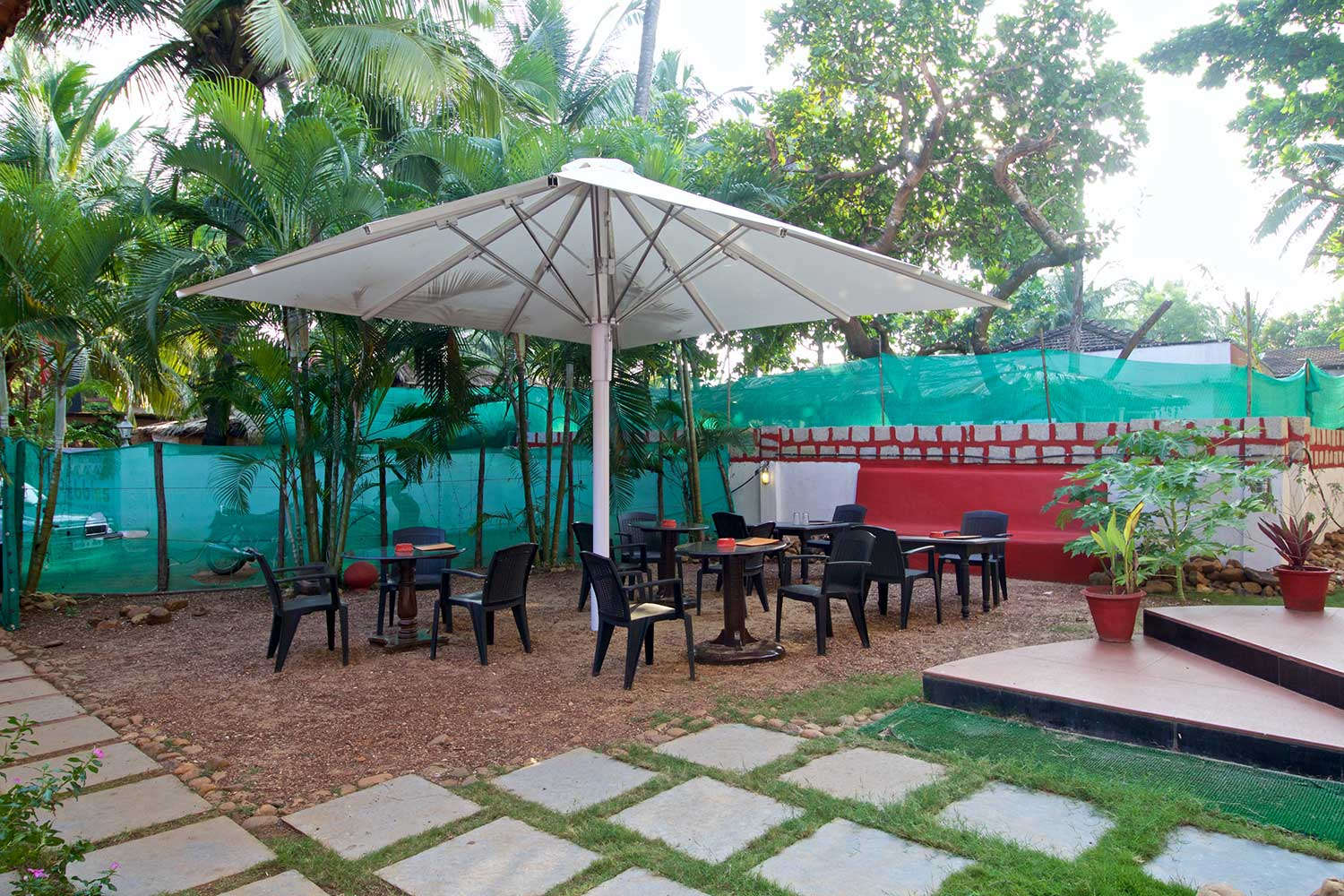 Restaurant-at-Anjuna-Guesthouse-Pebbles